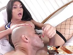 Kalliny doing facial to lucky dude